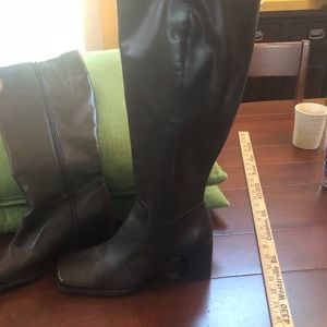 Shoes - NWOT Brown Square Toed Boots